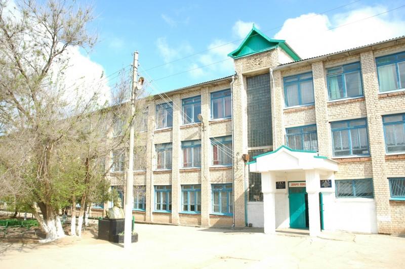 Троицкая средняя общеобразовательная школа имени Г.К.Жукова - фото