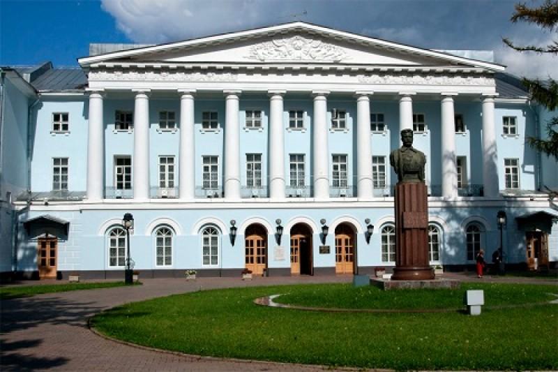 Национальный Институт имени Екатерины Великой - фото
